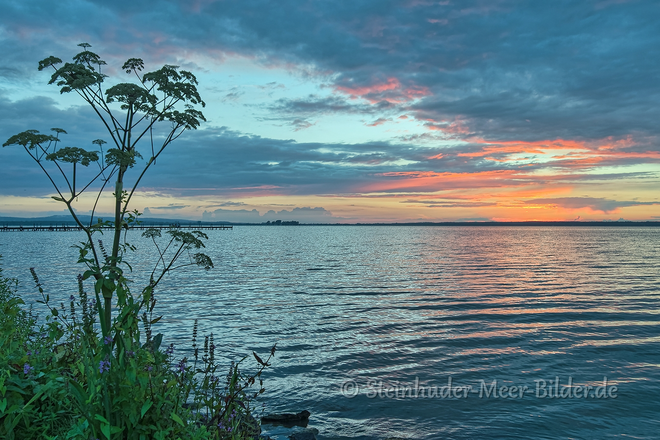Abendrot-Wolken-Wolkenhimmel-Sonnenuntergang-Abendhimmel-Daemmerung-Abendstimmung-Abendlicht-Steinhuder Meer-A_NIK500_1135