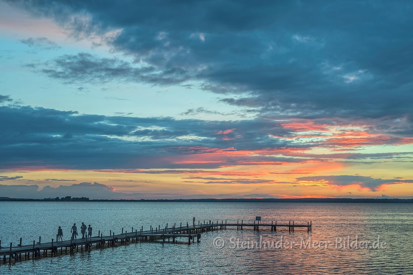Abendrot-Wolken-Wolkenhimmel-Sonnenuntergang-Abendhimmel-Daemmerung-Abendstimmung-Abendlicht-Steinhuder Meer-A_NIK500_1140