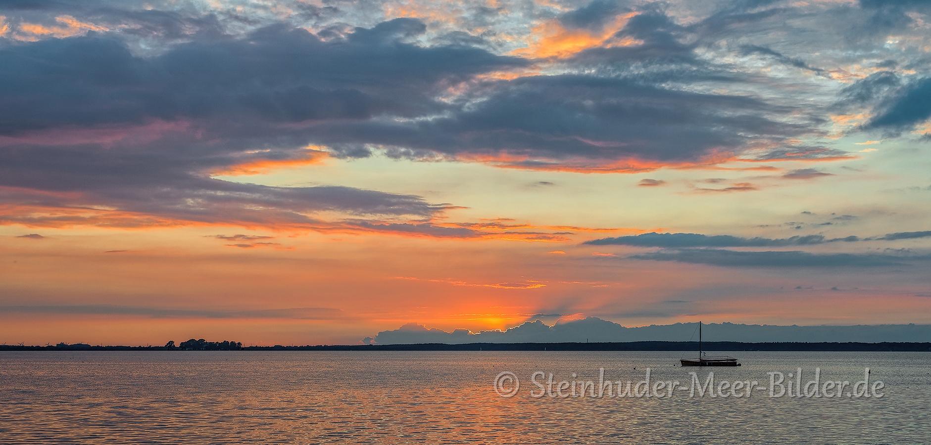 Abendrot-Wolken-Wolkenhimmel-Sonnenuntergang-Abendhimmel-Daemmerung-Abendstimmung-Abendlicht-Steinhuder Meer-B_NIK_0613b