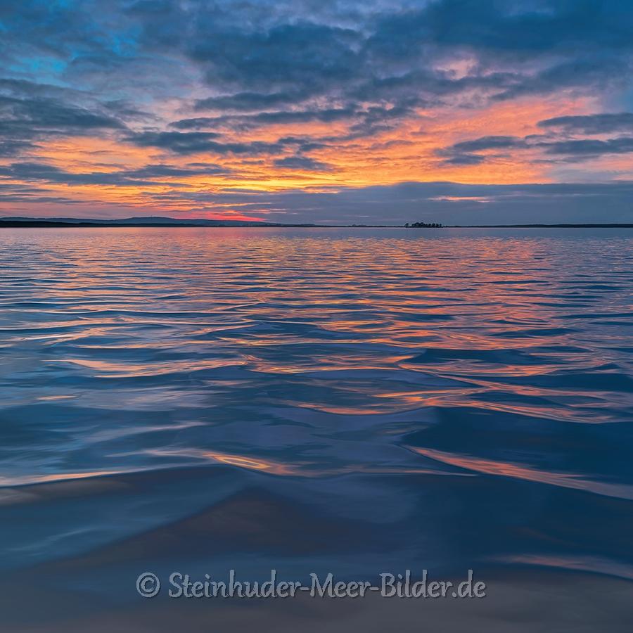 Abendrot-Wolken-Wolkenhimmel-Sonnenuntergang-Abendhimmel-Daemmerung-Abendstimmung-Abendlicht-Steinhuder Meer-C_SAM_0356-e