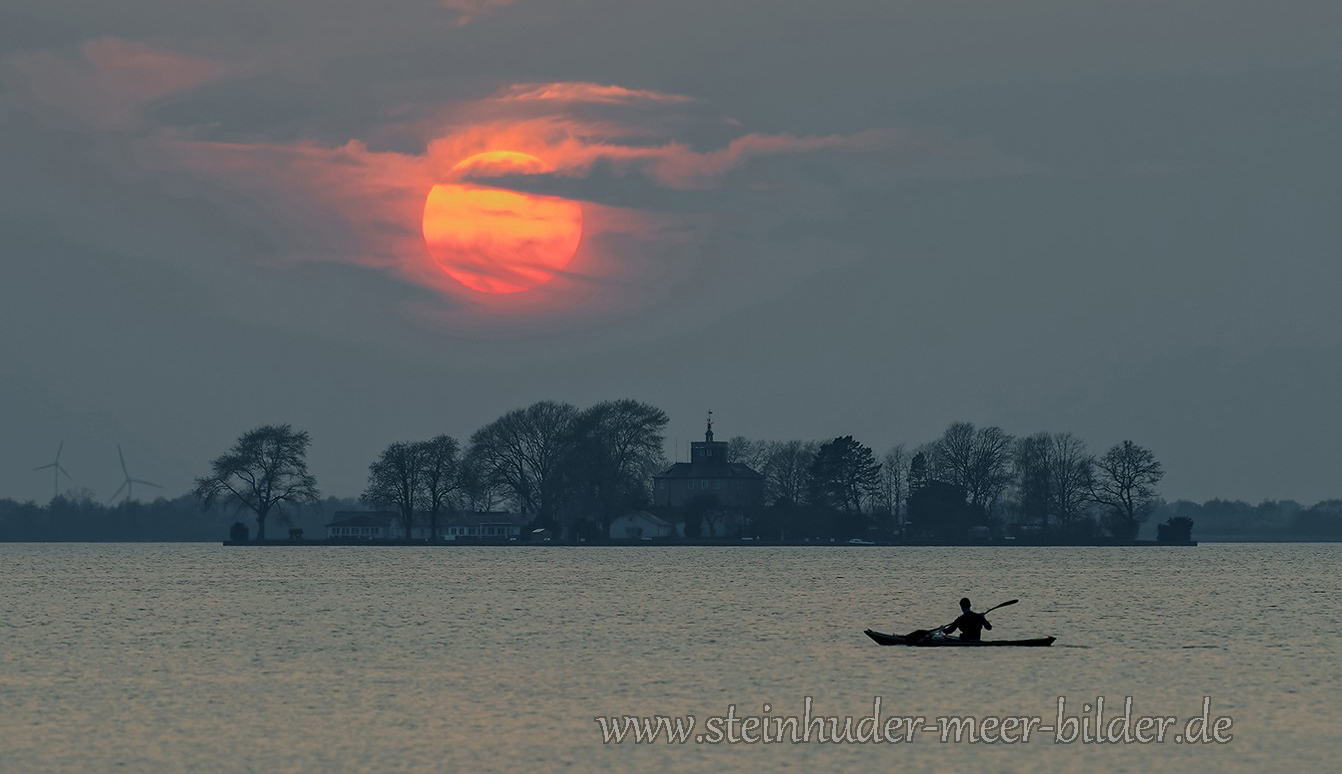 Paddler-Ruderer-Boot-Ruderboot-Sonnenuntergang-Abendhimmel-Daemmerung-Abendstimmung-Abendlicht-Steinhuder Meer-A_NIK9773a