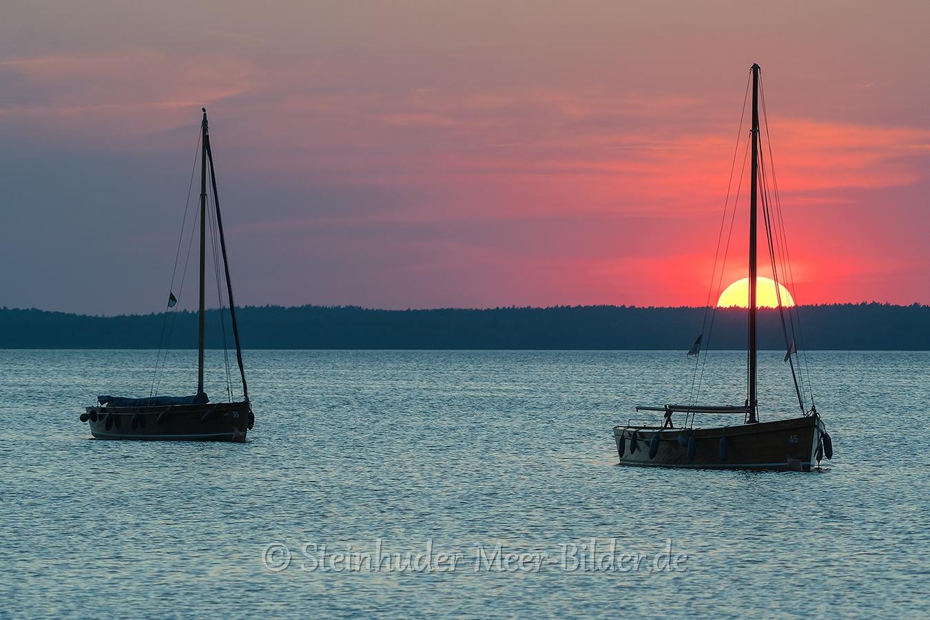 Segelboot-Boot-Sonnenuntergang-Abendhimmel-Daemmerung-Abendstimmung-Abendlicht-Steinhuder Meer-A_NIK500_0202