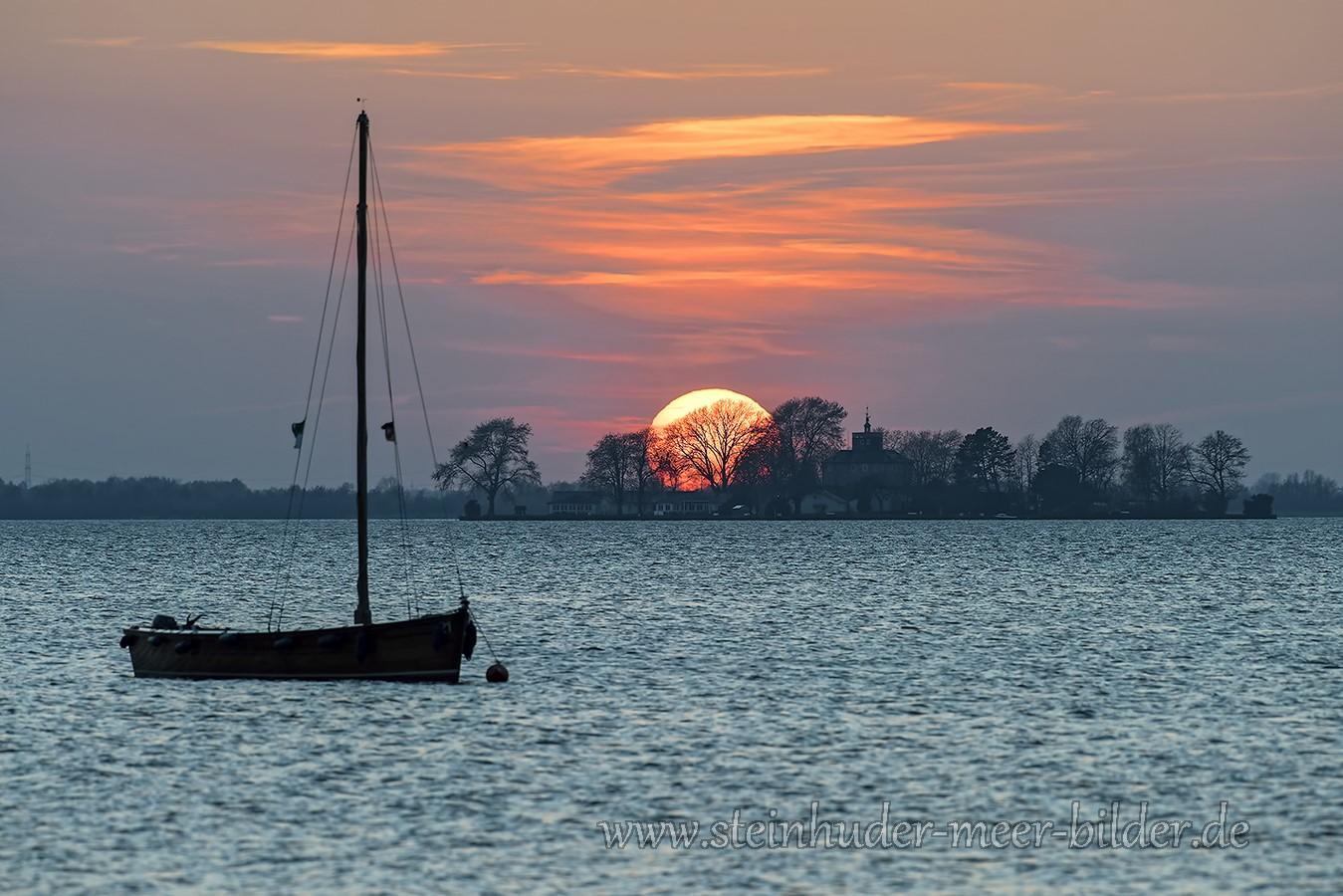 Segelboot-Boot-Sonnenuntergang-Abendhimmel-Daemmerung-Abendstimmung-Abendlicht-Steinhuder Meer-A_NIK9938