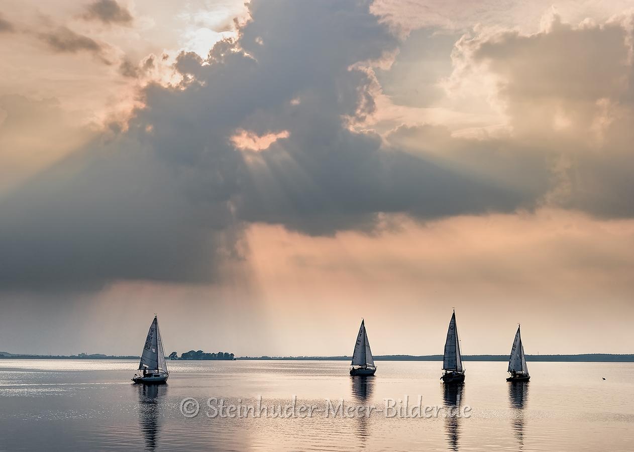Wolken-Wolkenhimmel-Segelboot-Boot-Abendstimmung-Abendlicht-Steinhuder Meer-C_SAM_0706