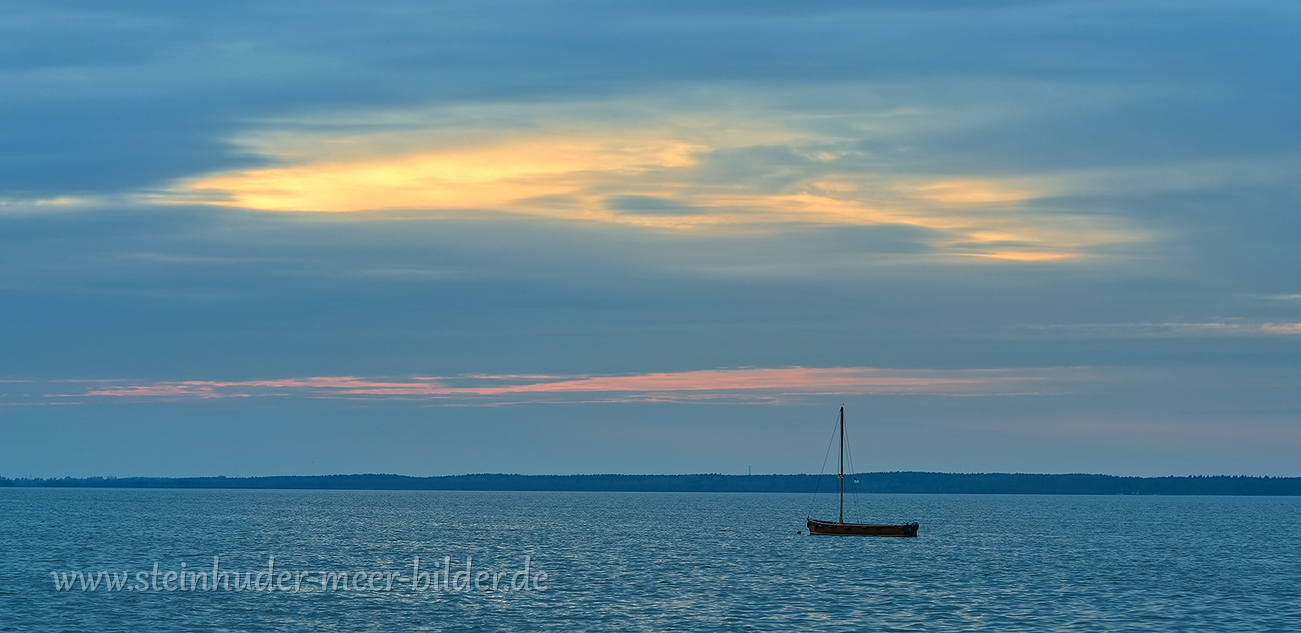 1-blaue-Stunde-Boot-Silhouette-Steinhuder-Meer-Panorama-A7RII-DSC02082