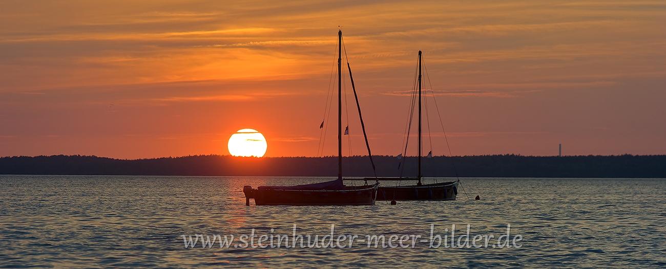 2-Sonnenuntergang-Boote-Silhouette-Auswanderer-Steinhuder-Meer-Panorama-B_SAM_1560a