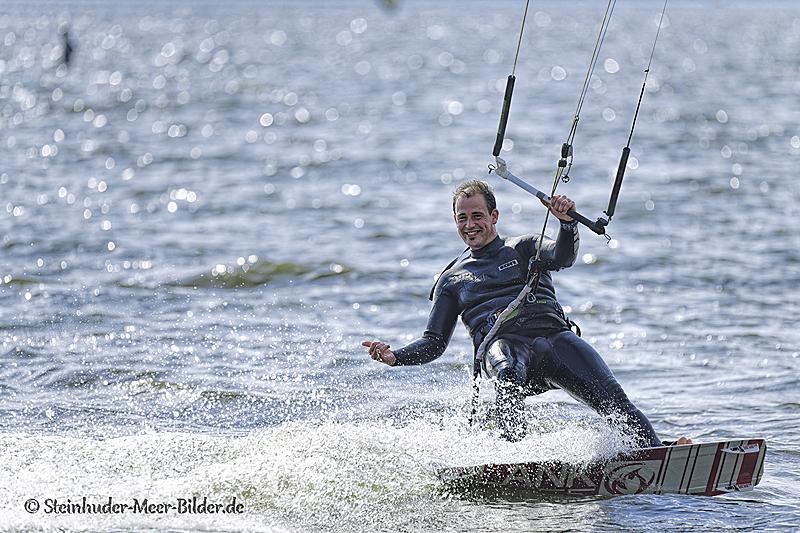 Sportfotos-Kite-Surfing-Surfer-Surfsport-Sport-Wassersport-Steinhuder-Meer-Naturpark-A_NIK1202-1