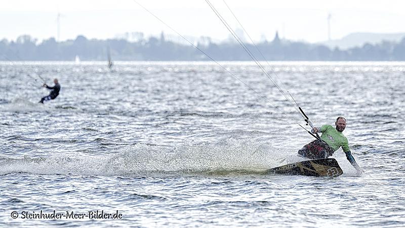 Sportfotos-Kite-Surfing-Surfer-Surfsport-Sport-Wassersport-Steinhuder-Meer-Naturpark-A_NIK1249-1