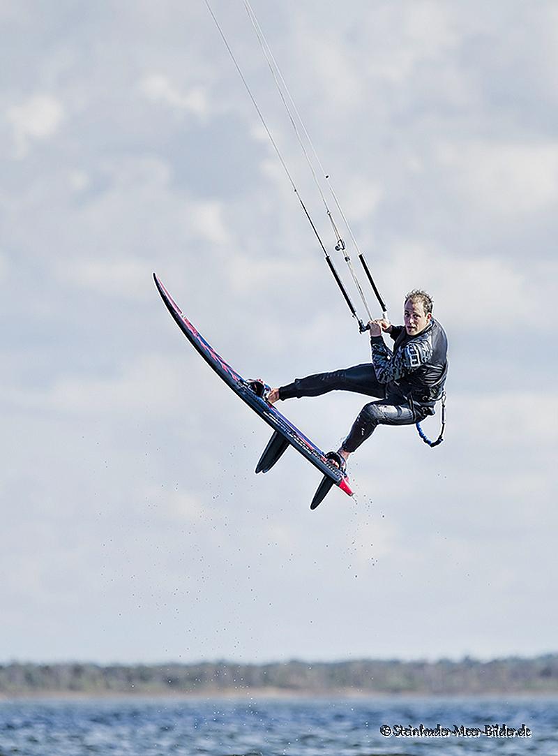 Sportfotos-Sprung-springender-Kite-Surfing-Surfer-Surfsport-Sport-Wassersport-Steinhuder-Meer-Naturpark-A_NIK1984-1
