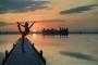 Landschaftsfotos-Naturfotos-Steg-Bootssteg-Frau-Yoga-Yogauebung-Silhouette-Sonnenuntergang-Abendstimmung-Abendrot-Steinhude-Steinhuder Meer-Naturpark-Landschaft-I_MG_2057a-1