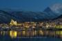 landschaft-panorama-Norwegen-tromsoe-eismeer-kathedrale-kirche-nacht-aufnahme-blaue-stunde-erleuchtet-angestrahlt-C_NIK_3965a Kopie