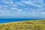 landschaft-panorama-duenen-strand-hafer-meer-kueste-blauer-himmel-weisse-wolken-leuchtturm-ellenbogen-list-Sylt-C_SAM_1470d