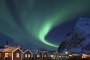 reine-lofoten-rorbuer-fischer-huetten-rote.winter-nacht-fjord-nordlichter-aurora-borealis-gruen-polarlichter-Norwegen-I_MG_7738a