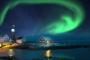 winter-nacht-leuchtturm-fjord-nordlichter-aurora-borealis-gruen-polarlichter-Norwegen-A_DSC5093a