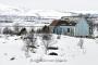 haus-landhaus-fischer-huette-lofoten-meer-fjord-strand-winter-schnee-verschneit-landschaft-Norwegen-I_MG_6971a