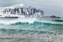 wind-wellen-sturm-lofoten-meer-fjord-strand-winter-schnee-verschneit-landschaft-Norwegen-I_MG_7530