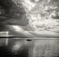 Landschaftsfotos-Naturfotos-Boot-Abendstimmung-Wolkenstimmung-Wolkenhimmel-Schwarz-Weiss-Steinhude-Steinhuder Meer-Naturpark-A_NIK0237sw