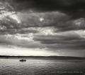 Landschaftsfotos-Naturfotos-Boot-Abendstimmung-Wolkenstimmung-Wolkenhimmel-Schwarz-Weiss-Steinhude-Steinhuder Meer-Naturpark-A_NIK0264sw