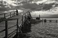 Landschaftsfotos-Naturfotos-Mann-Promenade-Silhouette-Abendstimmung-Wolkenstimmung-Wolkenhimmel-Schwarz-Weiss-Steinhude-Steinhuder Meer-Naturpark-B_DSC1359sw