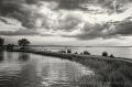 Landschaftsfotos-Naturfotos-Promenade-Abendstimmung-Wolkenstimmung-Wolkenhimmel-Schwarz-Weiss-Steinhude-Steinhuder Meer-Naturpark-B_DSC1223sw