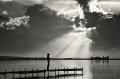 Landschaftsfotos-Naturfotos-Silhouette-Abendstimmung-Wolkenstimmung-Wolkenhimmel-Steg-Bootssteg-Schwarz-Weiss-Steinhude-Steinhuder Meer-Naturpark-G_O1I3200a-sw