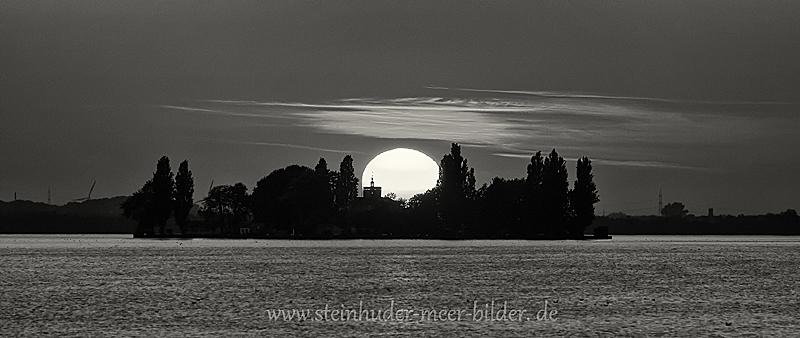 Landschaftsfotos-Naturfotos-Wilhelmstein-Sonnenaufgang-Morgenstimmung-Westenmeer-Schwarz-Weiss-Steinhuder Meer-Naturpark-AXO1I6929sw
