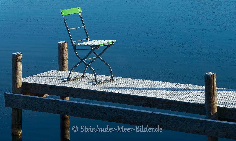 bootssteg-stuhl-winter-steinhuder-meer-eisdecke-schnee-zugefroren-eisdeckedecke-naturpark-naturraum-region-RX_00610