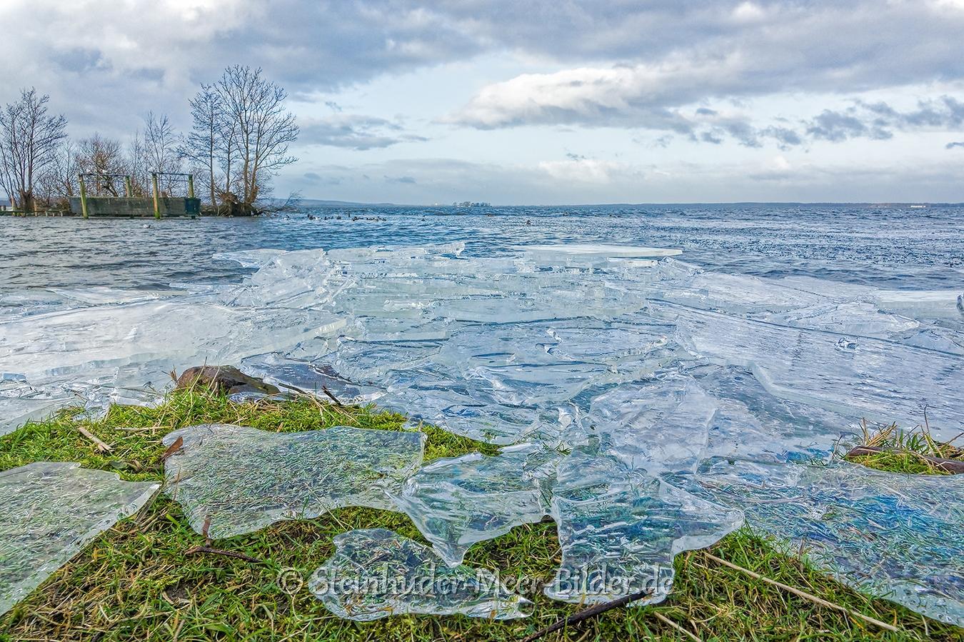 eisschollen-winter-steinhuder-meer-eisdecke-schnee-zugefroren-eisdeckedecke-naturpark-naturraum-region-RX_01072